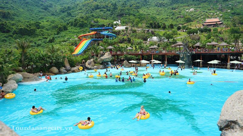 Bể bơi tạo sóng lớn nhất Núi Thần Tài